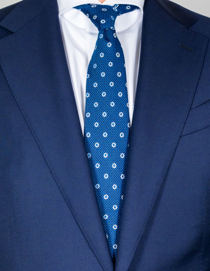 Kiton Krawatte in kobaltblau mit feinen blauen Punkten und weißen Blumen